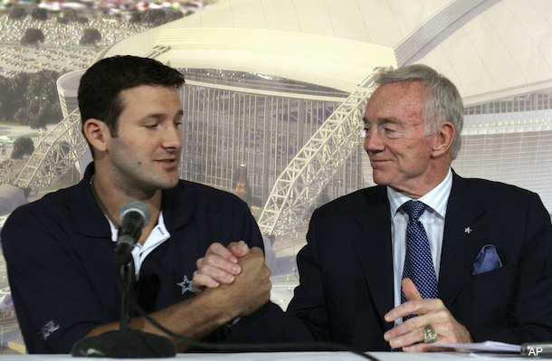 jerry jones tony romo handclasp
